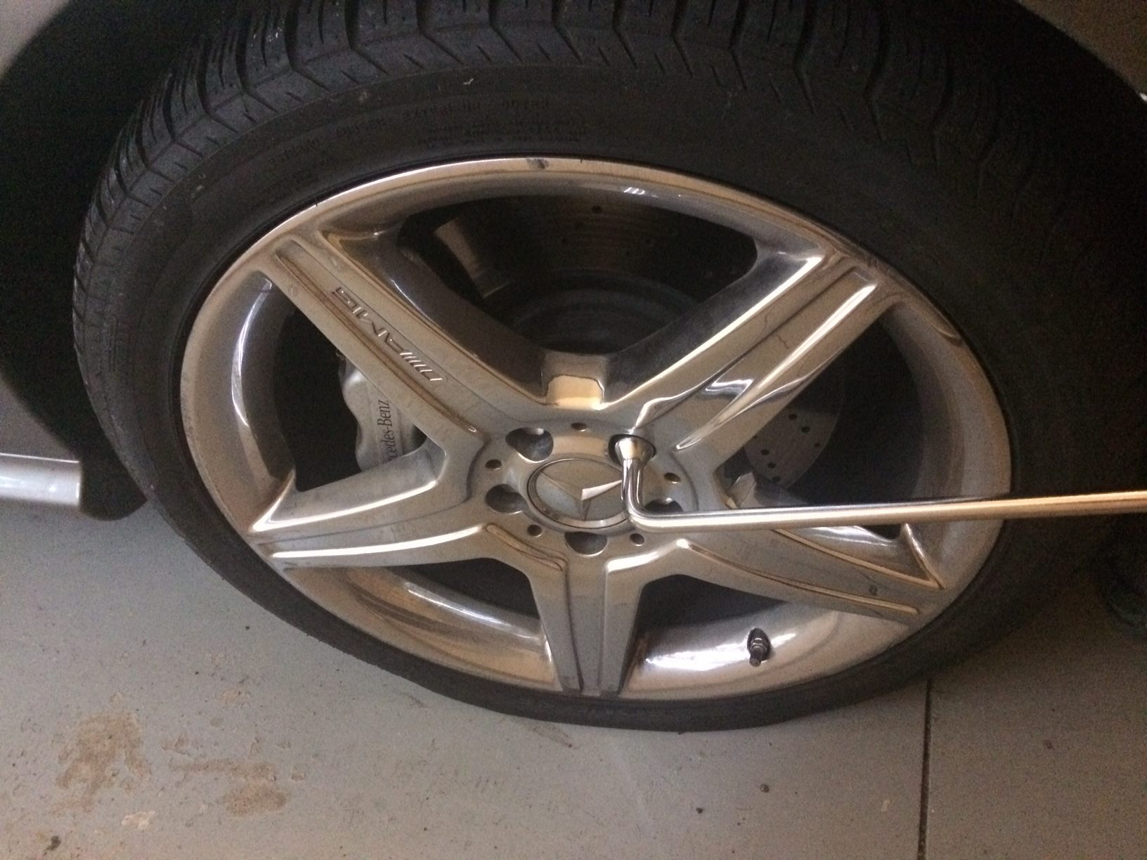 Hardships: Changing a flat tire. Mercedes Benz S550 AMG